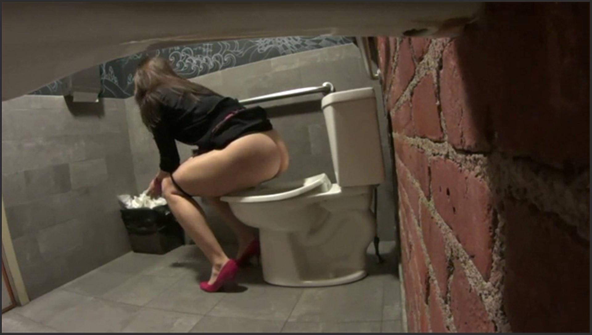 Скрытые камеры в женском душе и женском туалете